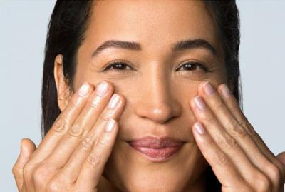 applying retinol to face